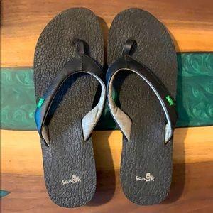 Women's Sanuk wedge flip flops! Size 10.